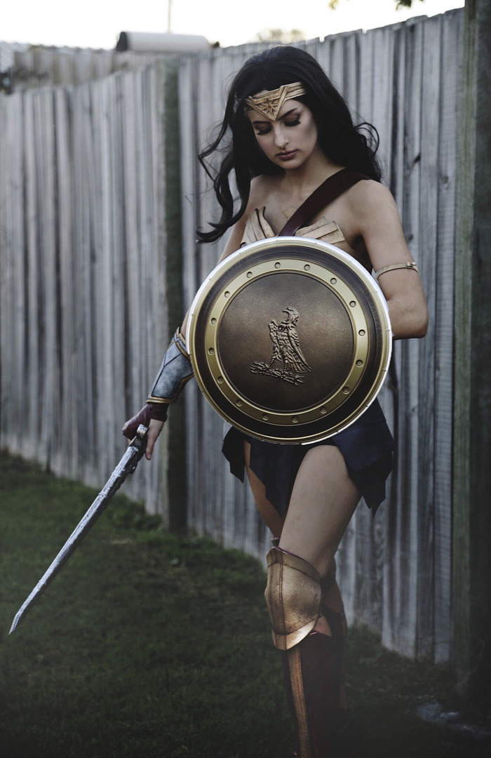 A Real Wonder Woman Spent 50 Hours Making This Costume ...