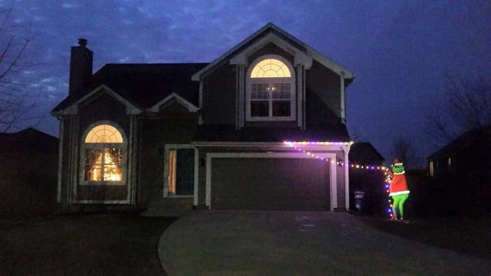 24 Times People Were So Lazy To Decorate For Christmas, They Came Up ...