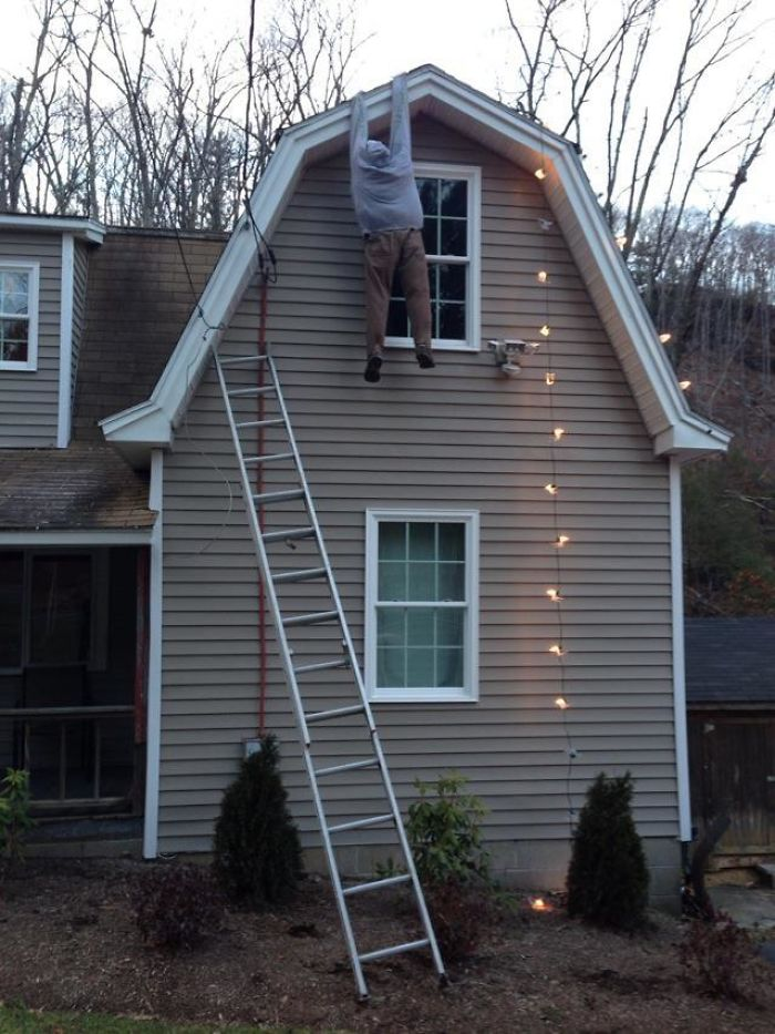 La Decoración Navideña Exterior De Los Vecinos... Antes De Que La Policía Les Hiciera Retirarla