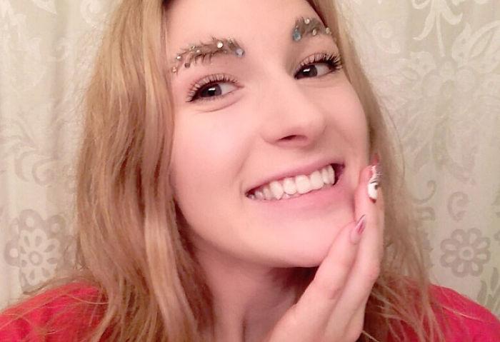 Christmas-Tree-Eyebrows-Taytay_xx