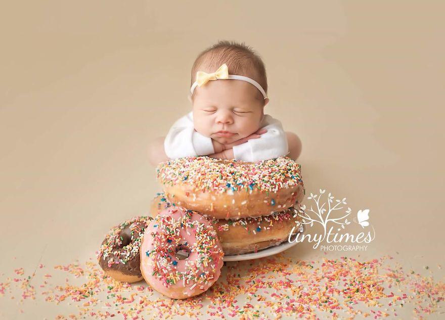 newborn photographer create sweet babies
