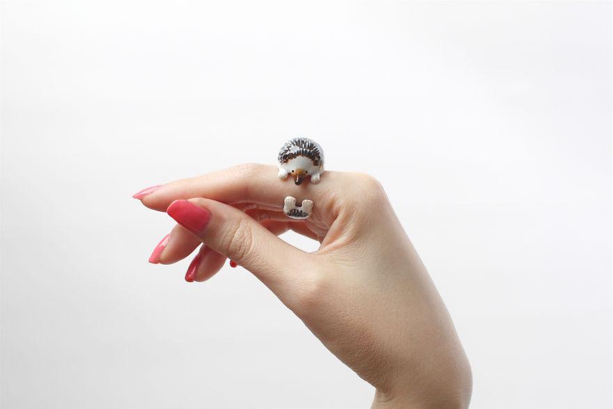 Mary Lou Dark Hedgehog Ring
