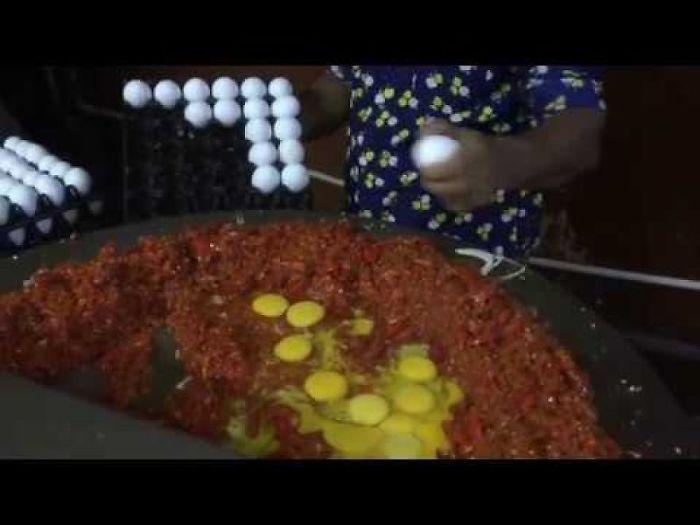 India's Biggest Scrambled Egg | 150 Eggs Scrambled | Indian Street Food