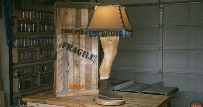 "Guy Builds A Manly ""Christmas Story"" Leg Lamp And Here's How He Did It"