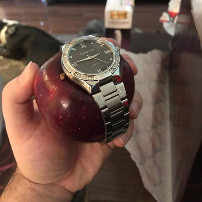 My Friend Got An Apple Watch For Christmas From His Wife