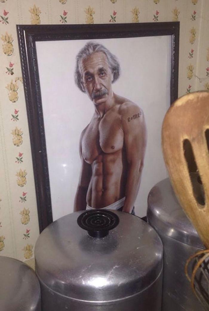 Encontré esto escondido tras unos tarros en casa de mi abuela viuda de 86 años