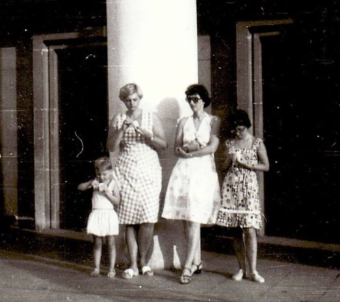 Back In… Let´s Say 1976, My Sister, Aunt, Mum And Me