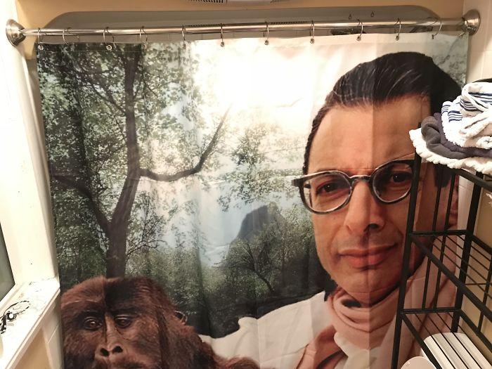 Le dejé a mi novio elegir la cortina para la ducha y ahora tenemos esto