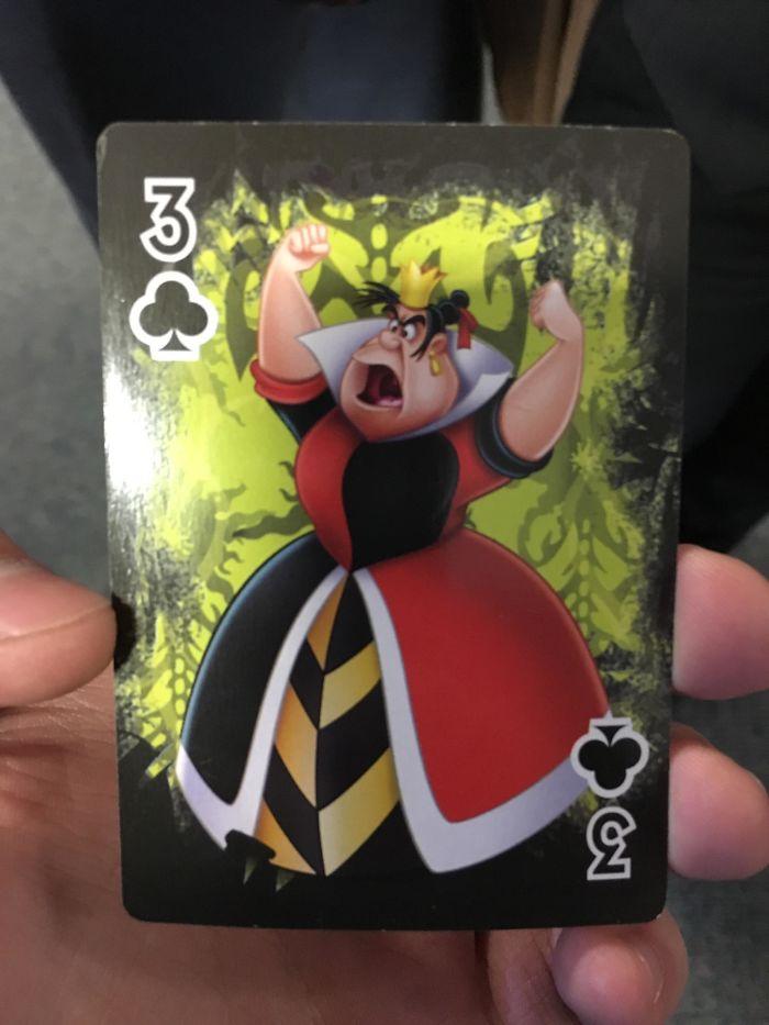 En El Mazo De Cartas De Villanos De Disney, La Reina De Corazones Es El Tres De Tréboles