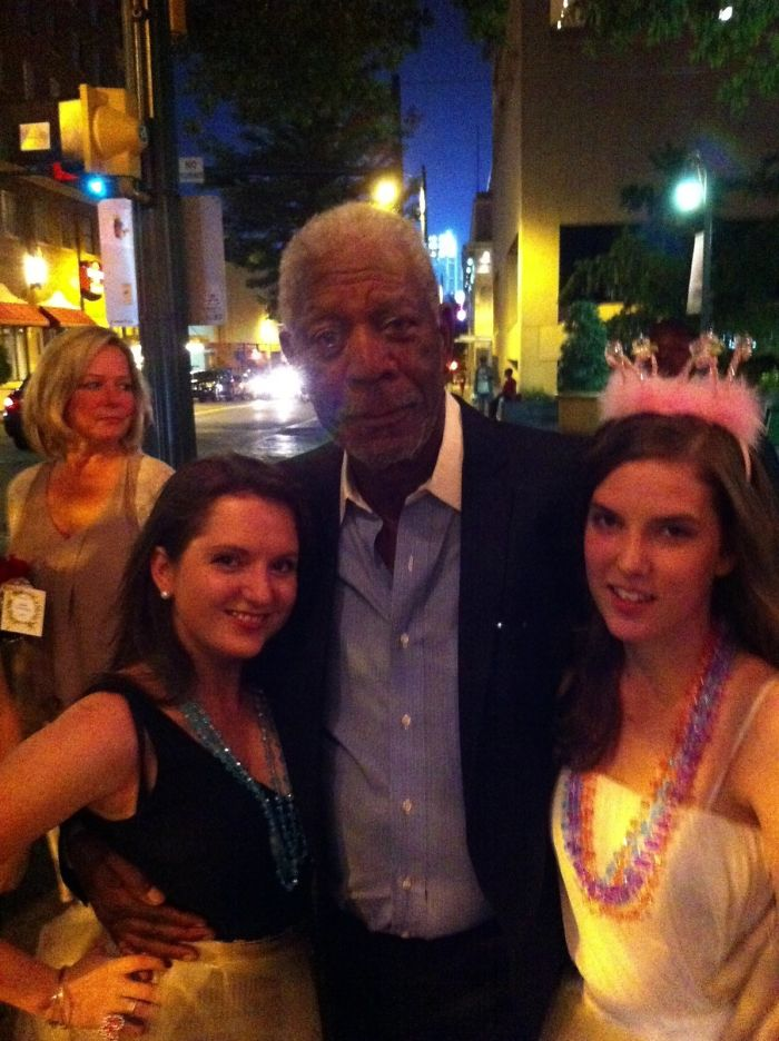 Nos encontramos a Morgan Freeman en la despedida de soltera
