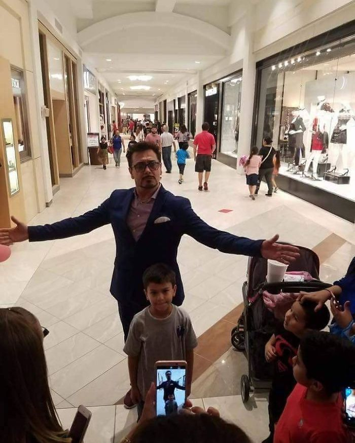 ¿Cómo es posible encontrarnos a Robert Downey jr. en un centro comercial de Texas?