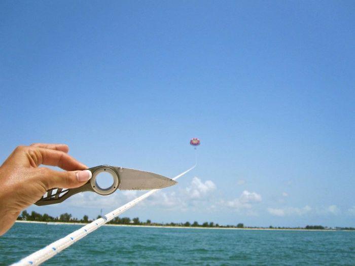 Ayer fuimos a hacer parasailing y le pedimos a la gente del barco que nos hiciera fotos. Encontramos esta en nuestra cámara