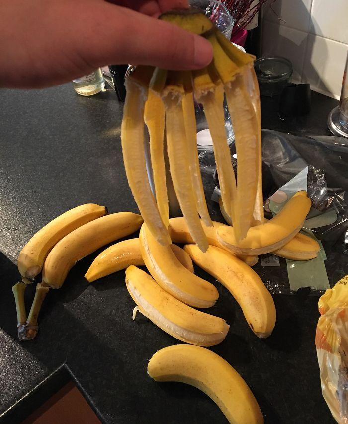 Al sacar los plátanos de la bolsa...