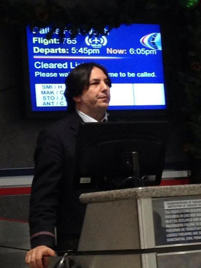 El profesor Snape fingió su muerte y trabaja en unas aerolíneas muggle