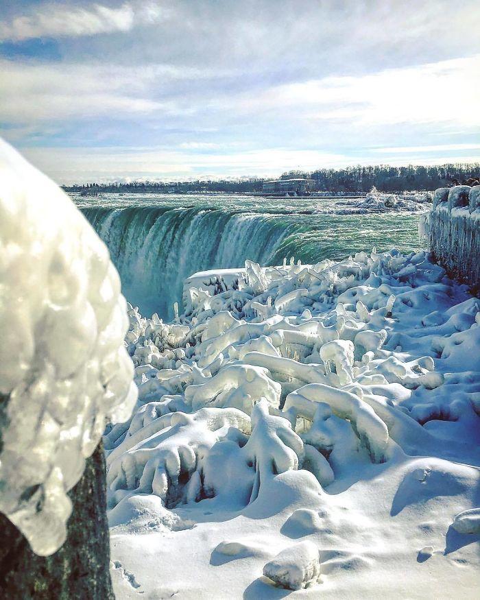 Beautiful Cold Scenes At Niagara Falls Today - Simply Breathtaking 😱❄️♥️🇨🇦