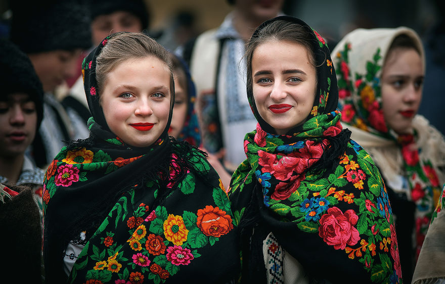 Румын называет себя наследником Дракулы  I-captured-portraits-at-a-traditional-New-Year-festival-from-Transylvania-5a4de6a682766__880