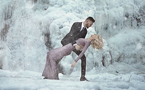 Couple Braves The Cold For Their Engagement Photoshoot And The Photos Are Breathtaking
