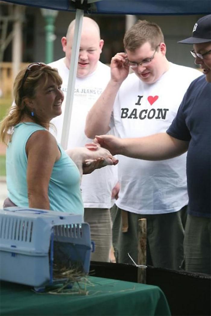 """""""Me encanta el bacon"""", esperamos que no le venda ese cerdito"""