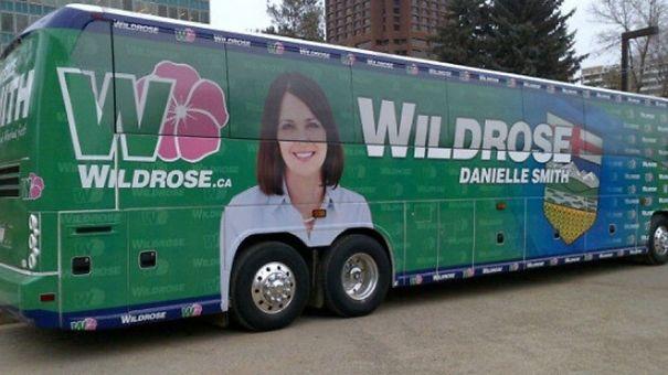 hi-wildrose-bus-5a606c55dd8ec.jpg