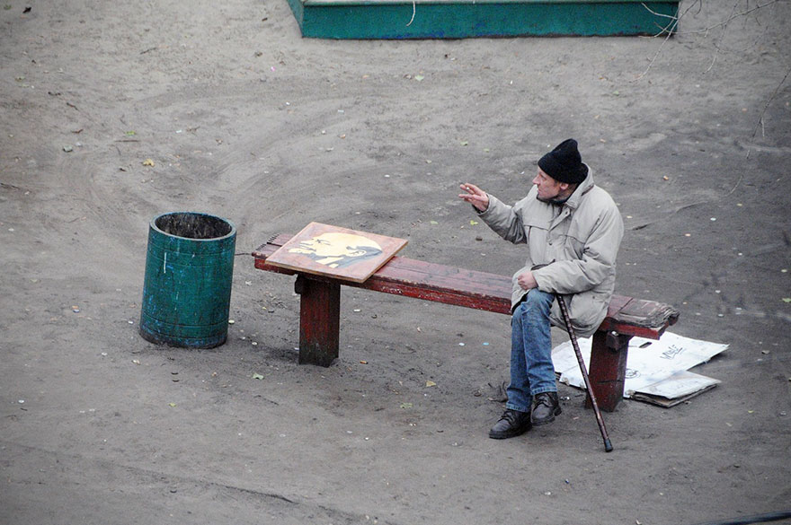 Photographer Spends 10 Years Photographing Same Bench, Captures More Than He Expects