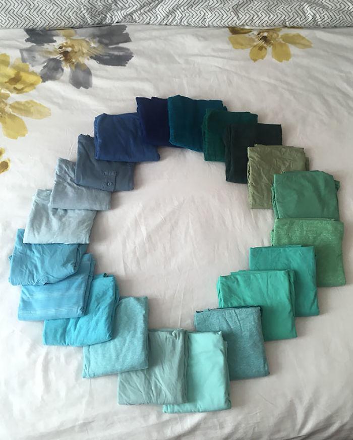 Mi novia me dice que siempre llevo camisetas del mismo color. Hice esto para demostrarle lo contrario
