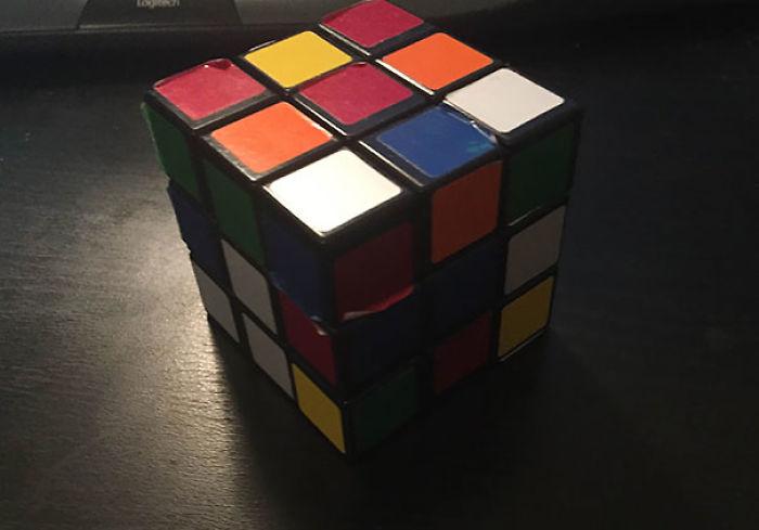 Como soy daltónico, creían que no sería capaz de resolver un cubo de Rubik. Pues lo he hecho, hala