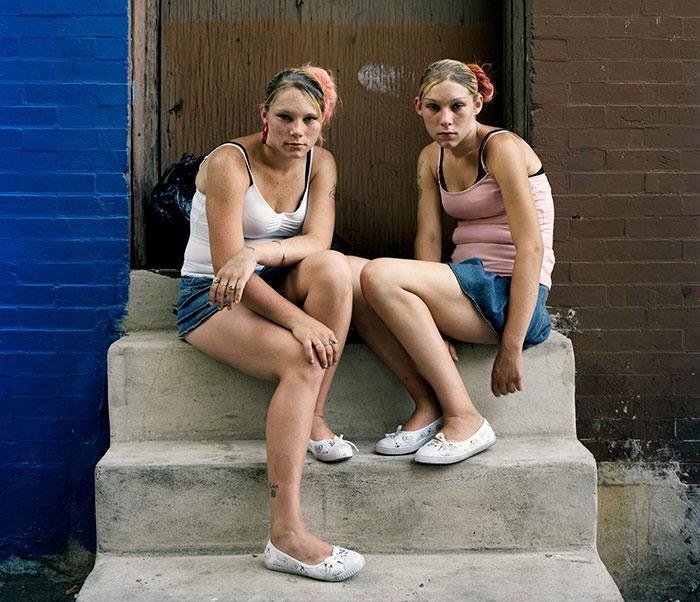 """Este fotógrafo revela el lado """"adicto"""" de las calles de Filadelfia, y es terrorífico"""
