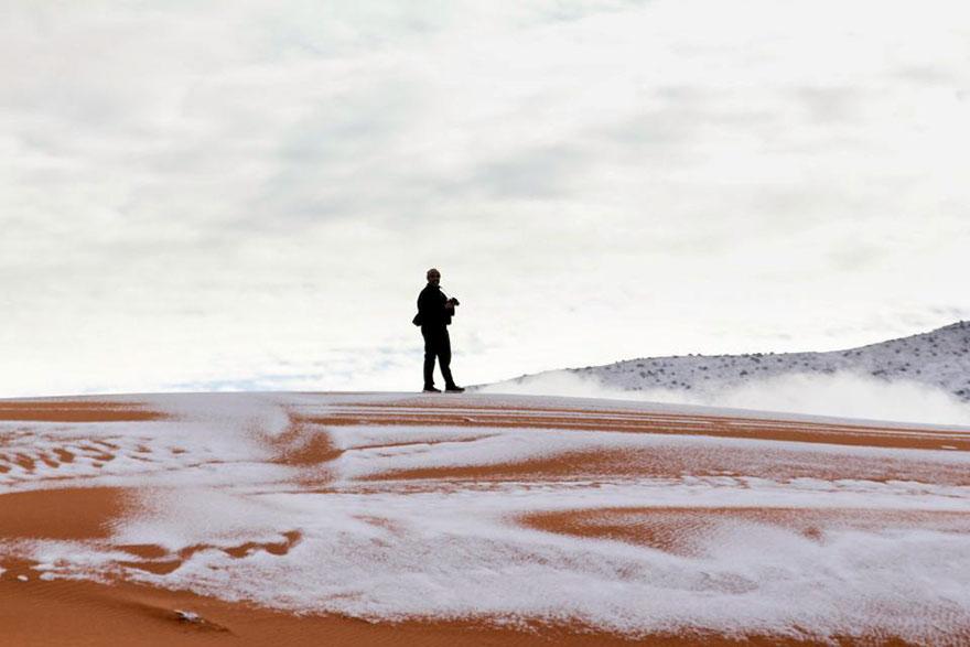 rare-snow-sahara-desert-third-time-karim-bouchetata-13