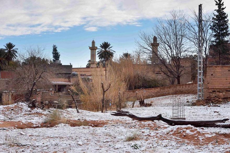 rare-snow-sahara-desert-third-time-karim-bouchetata-17