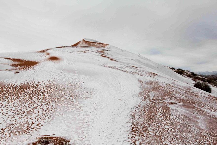 rare-snow-sahara-desert-third-time-karim-bouchetata-2
