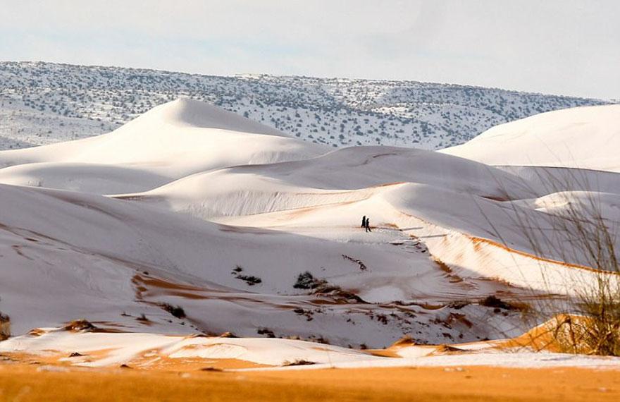 rare-snow-sahara-desert-third-time-karim-bouchetata-4