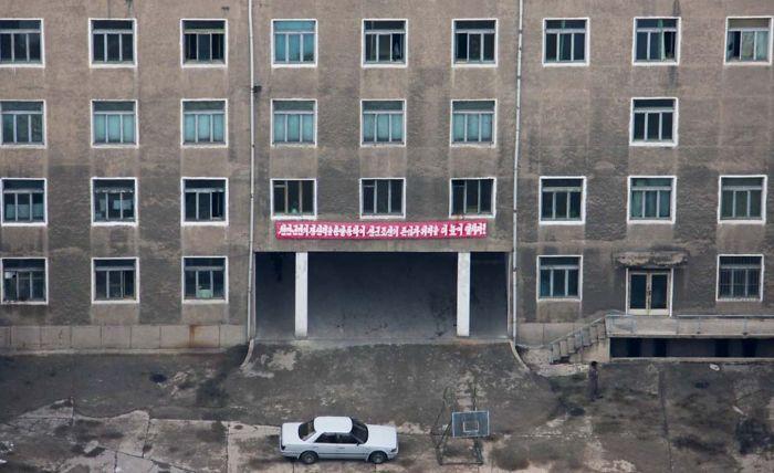 Como Pyongyang es lo que todos ven, las fachadas están bien cuidadas. Pero si consigues ver el interior...