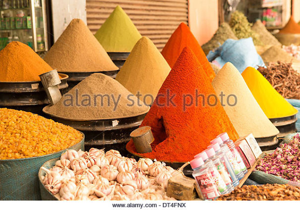 spice-cones-on-a-stall-in-the-souk-dt4fnx.jpg