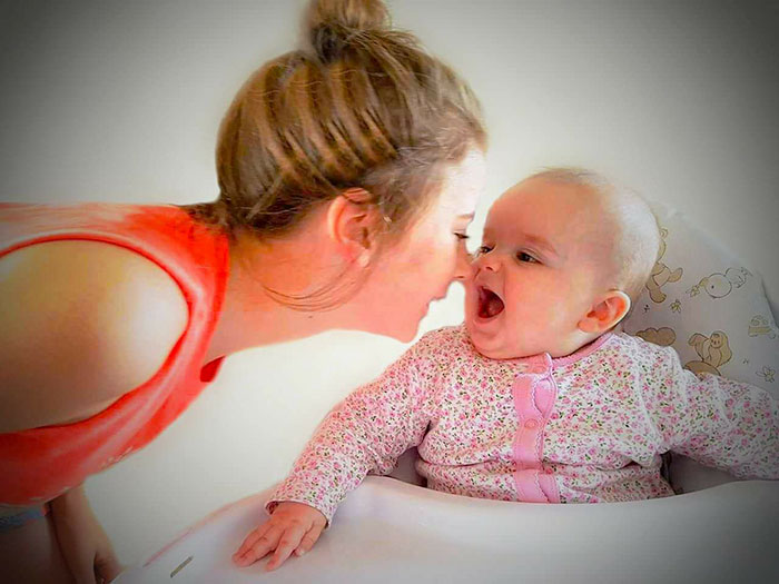 stop-daughter-cry-sleep-dummy-laura-gerson-4
