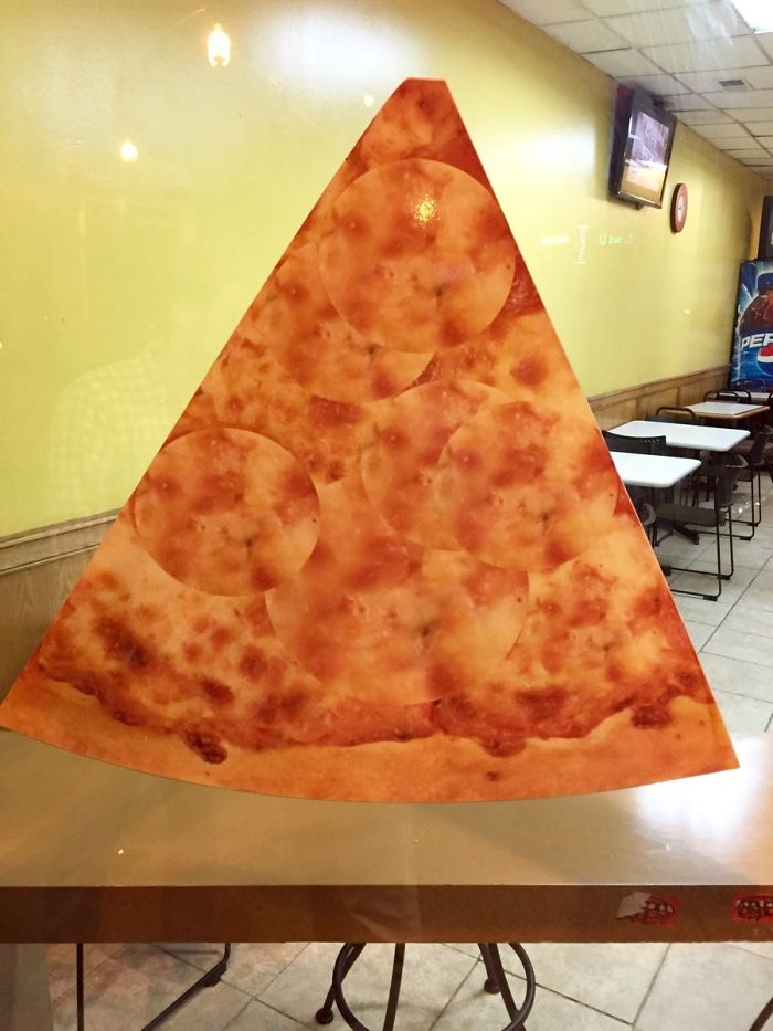 Pizza Place Photoshopped This Picture Of A Pepperoni Pizza Into A Cheese Pizza