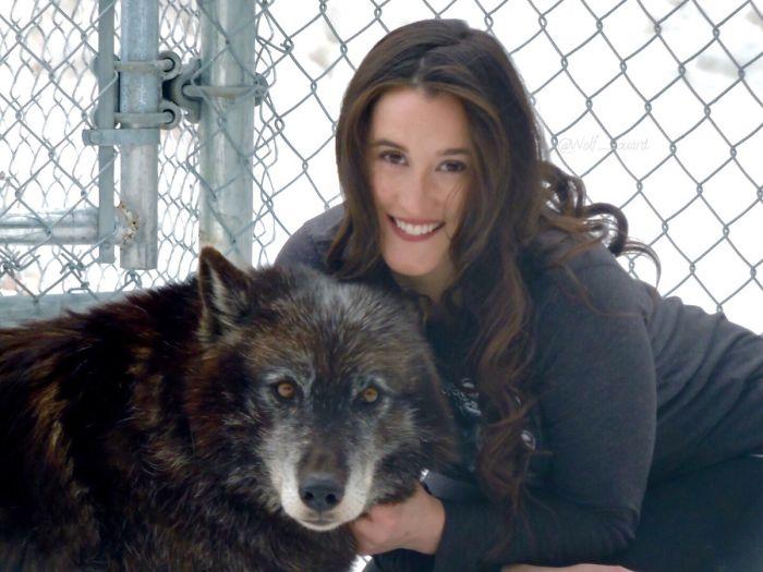 Hace 7 años me violaron y me diagnosticaron Síndrome postraumático. Hace 6 años comencé a trabajar con lobos como terapia. Hoy tengo un santuario para lobos y me he curado más de lo que creía posible