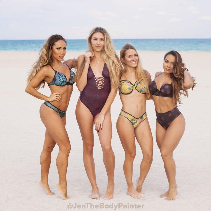 4 Naked Models Walk Around Miami Beach