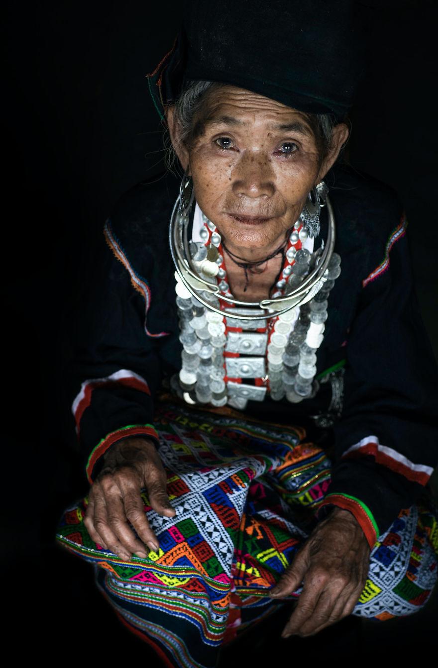The Kho Mu Ethnic Group