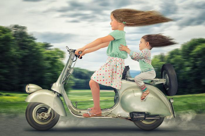 Dos niñas y una Vespa 1947