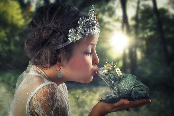 Besando una rana-príncipe falsa