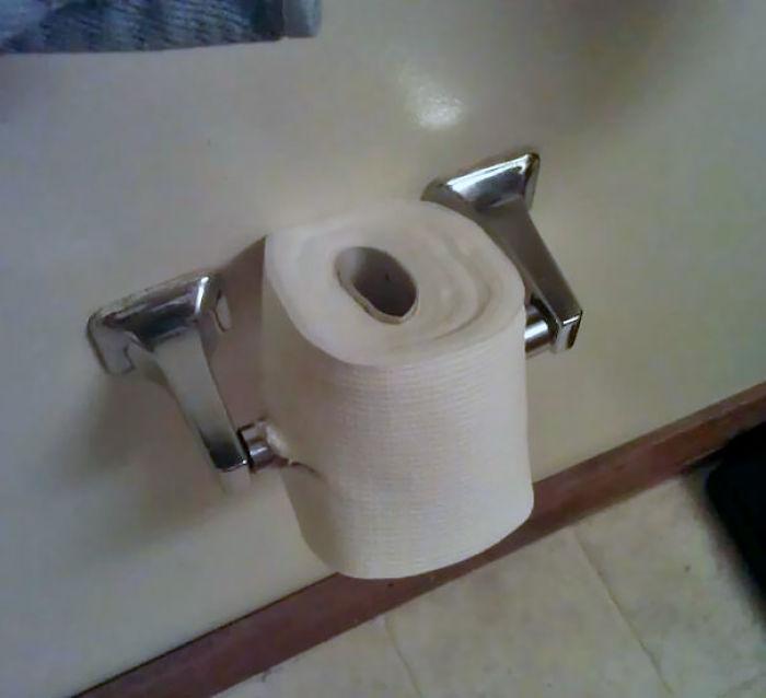 Le dije que estaba poniendo al revés el papel higiénico, y me encontré esto
