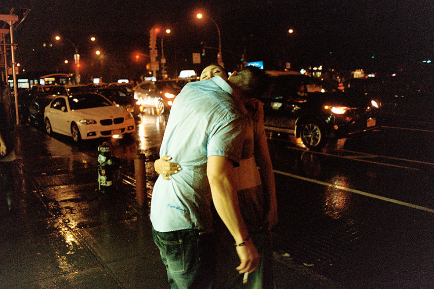 Photographers Go To The Streets To Capture The Meaning Of The Passion Among Couples These Days