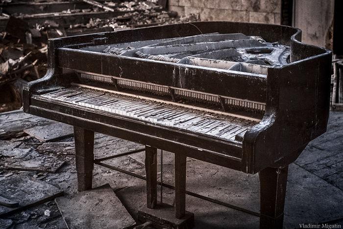 Piano abandonado en la sala de conciertos de Pripyat