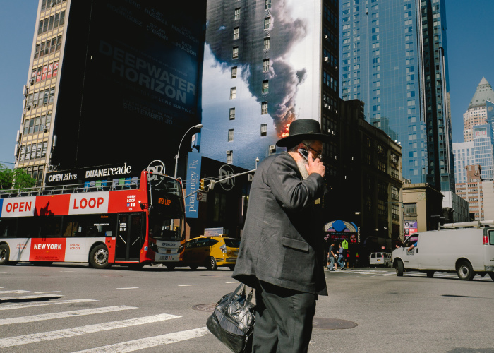 23 Amazing Coincidences That I Captured On The Streets Of New York