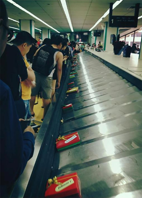 Christmas Surprise By Airline. Upon Arriving At The Airport, The Passenger Luggage Was Nowhere To Be Found. Instead, Gift Boxes Filled The Conveyor Belt With The Passengers Names On It. The Actual Luggage Followed After All The Gifts Were Sent Out