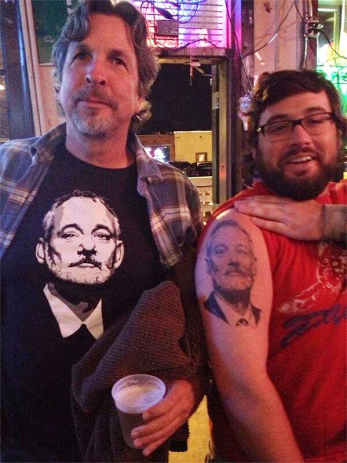 Entré a un bar y a este tipo le gustó mi camiseta por alguna razón