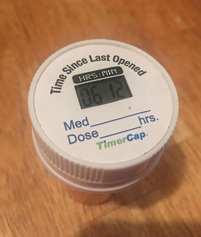 Este pastillero te dice cuando fue la última vez que lo abriste