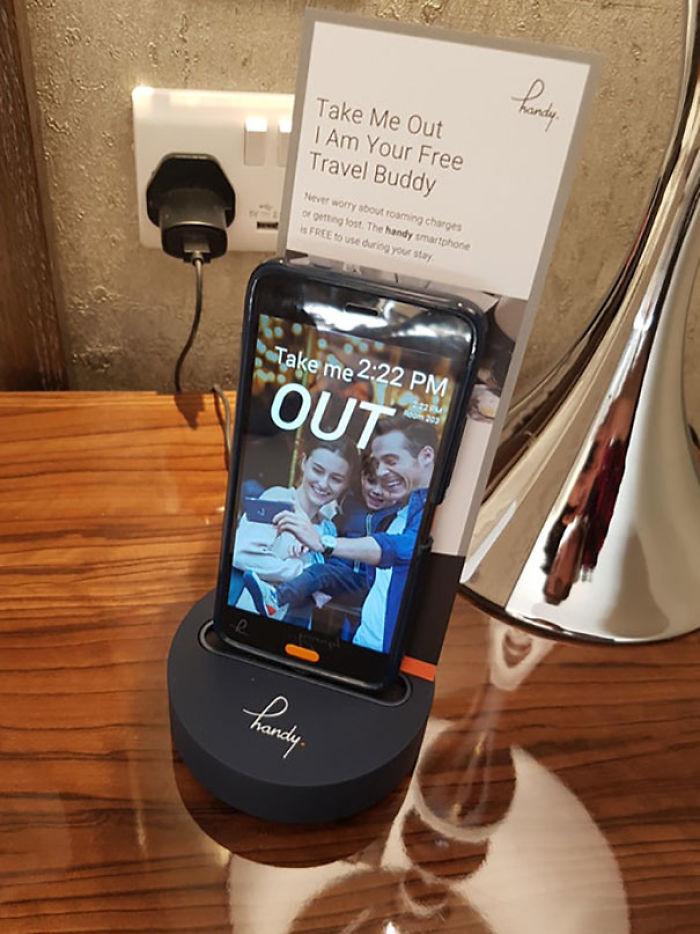 Hotel que te deja un móvil android con datos y llamadas gratis durante tu estancia
