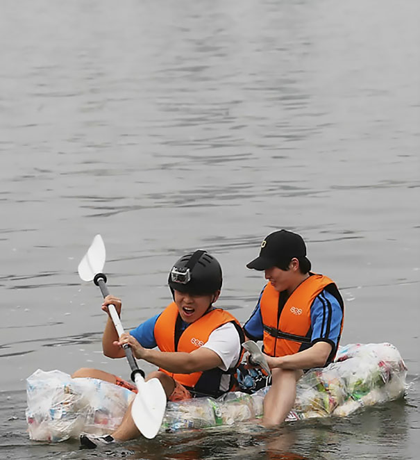 Korean Students Make A Raft Out Of Potato Chip Bags To Prove They Have Too Much Air In Them