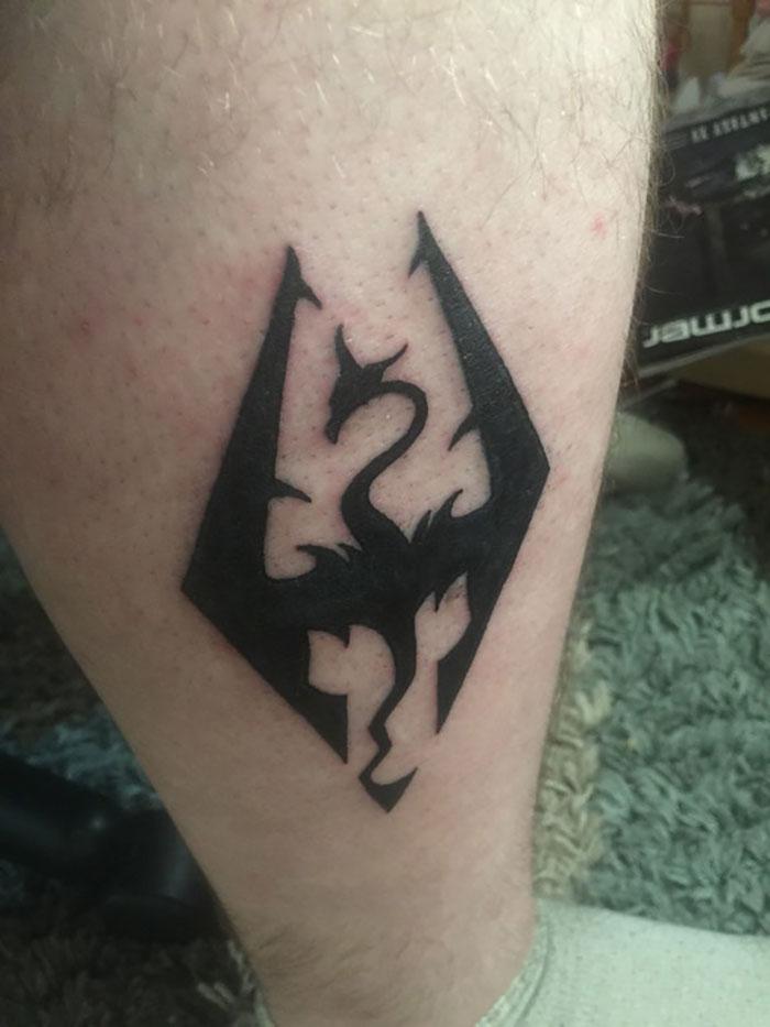 Siempre quise tatuarme un dragón, y Skyrim me ayudó a dejar la heroína en 2011 y permanecer limpio